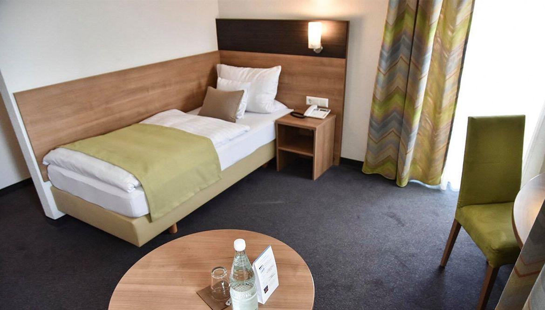 https://hotelmartinsklause.de/images/Room/single-v4.jpg