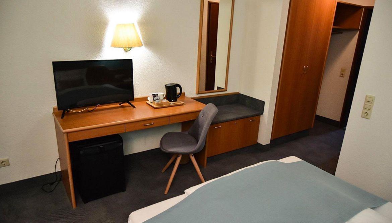 https://hotelmartinsklause.de/images/Room/single-v7.jpg