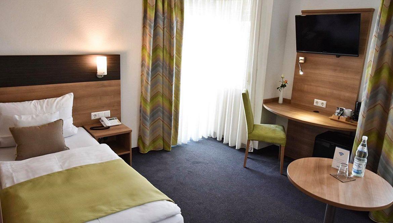 https://hotelmartinsklause.de/images/Room/single-v9.jpg